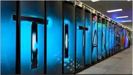 Imagen de un mozaico de pantallas LED mostrando la palabra TITAN