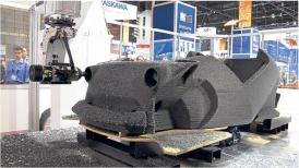 Imagen de la constricción de un prototipo para un auto 3D
